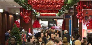 Εορταστικό ωράριο: Ανοιχτά και αυτή την Κυριακή τα καταστήματα