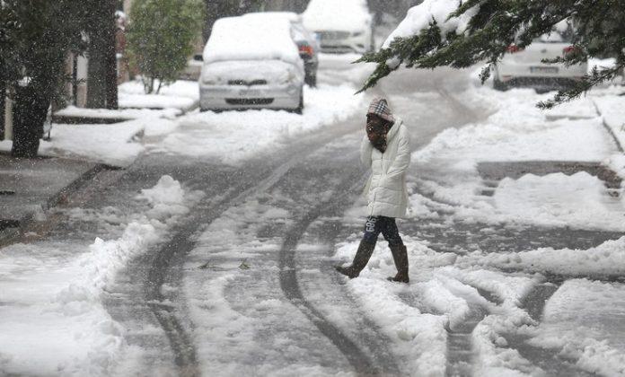 Σε εξέλιξη η κακοκαιρία «Ηφαιστίων», που φέρνει βροχές και χιόνια