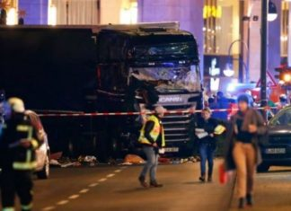 βίντεο, φορτηγό, πλήθος, Βερολίνο,