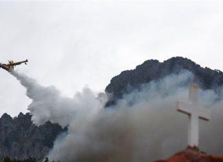 καίγεται, Ιερά Μονή Βαρνάκοβας, Ναυπακτία,
