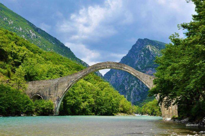 Ομαλά εξελίσσεται το έργο αποκατάστασης του γεφυριού της Πλάκας