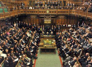 """Βουλή των Κοινοτήτων: Με 324 """"ΝΑΙ"""" ενέκρινε το νομοσχέδιο της κυβέρνησης για το Brexit"""