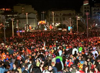 Πάτρα, καρναβαλιστές, νυχτερινή παρέλαση,