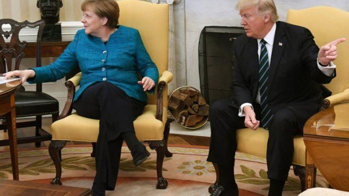 Κορυφαίος Γερμανός οικονομολόγος «καρφώνει» τη Μέρκελ