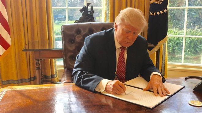 Τραμπ: Απέσυρε τις ΗΠΑ από τη Συμφωνία της Βιέννης