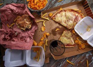 Αυτές είναι οι 7 τροφές που πρέπει να αποφεύγουν οι 50άρηδες