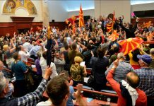 Σκόπια, βουλευτές, τραυματίες,