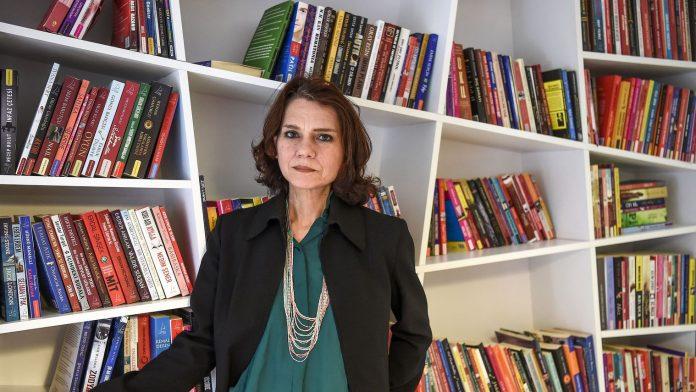 Ασλί Ερντογάν, βιβλίο,