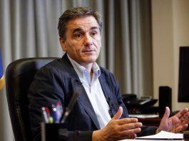 Με νέα αρχηγική του εμφάνιση ο Τσακαλώτος προεξοφλεί ήττα του ΣΥΡΙΖΑ