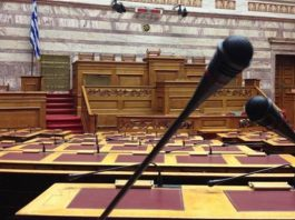 """Βουλή: Πέρασε με 163 """"ναι"""" ο νέος εκλογικός νόμος"""