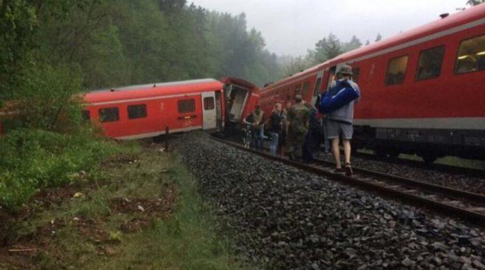 ΓΕΡΜΑΝΙΑ: Τουλάχιστον 50 τραυματίες από σύγκρουση τρένων