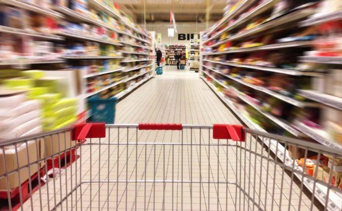 Κορωνοϊός: Υποχρεωτική η χρήση της μάσκας για καταναλωτές και εργαζόμενους στα σούπερ μάρκετ από το Σάββατο