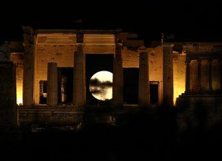 Εντυπωσιακές εικόνες από την σούπερ - Σελήνη, σε όλο τον κόσμο