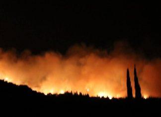 Ζάκυνθο: Μαίνονται δύο μεγάλες πυρκαγιές στα χωριά Κοιλιωμένος και Μαχαίραδο