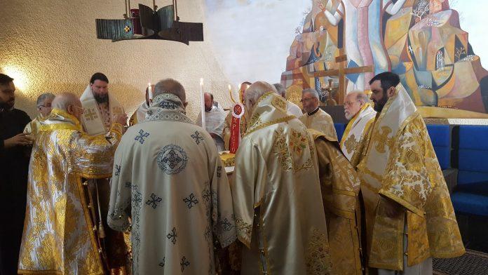 Οικουμενικό Πατριαρχείο: «Πράσινο φως» για λαβίδα μιας χρήσης στη Θεία Κοινωνία