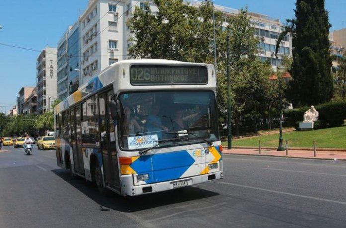Λεωφορείο προσέκρουσε σε στάση στην οδό Φιλελλήνων - Τραυματίστηκε ελαφρά μια 39χρονη
