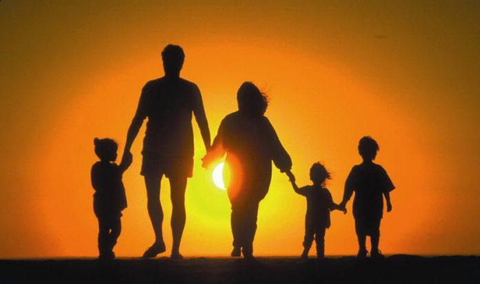 ΣΥΜΒΟΥΛΕΣ: Όταν οι γονείς γίνονται αρωγοί στην ανάπτυξη της αυτοεκτίμησης ενός παιδιού