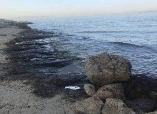 Πετρελαιοκηλίδα: Νέα απαγόρευση της κολύμβησης σε παραλίες της Αττικής