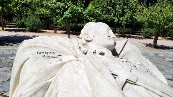 Πεδίον του Άρεως, ναζιστικά σύμβολα, άγαλμα, Αλέξανδρος Υψηλάντης,