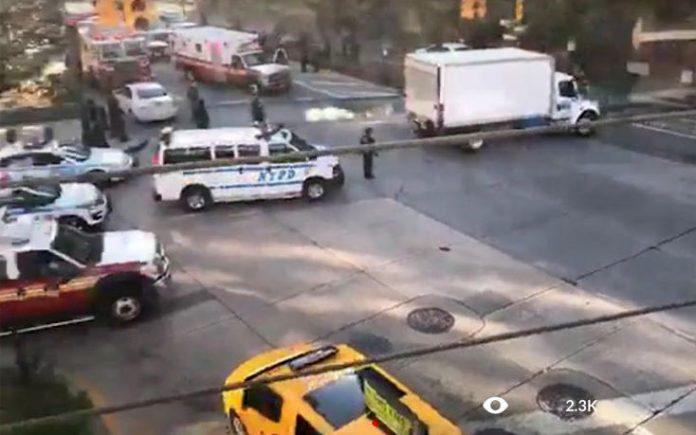ΜΑΝΧΑΤΑΝ: Πανικός - Όχημα έπεσε πάνω σε πεζούς