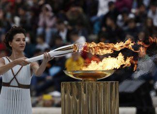 Λαμπρή τελετή παράδοσης της Ολυμπιακής Φλόγας στη Νότια Κορέα