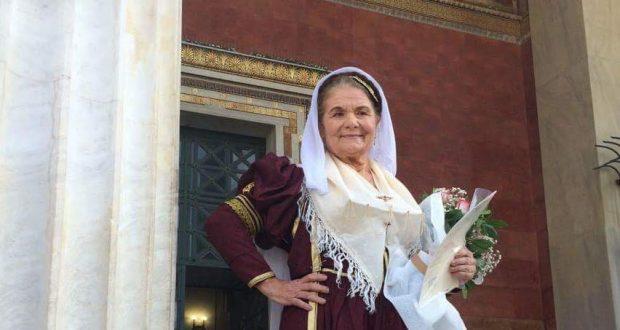 Η Αρετή πήρε πτυχίο ντυμένη Λευκαδίτισσα