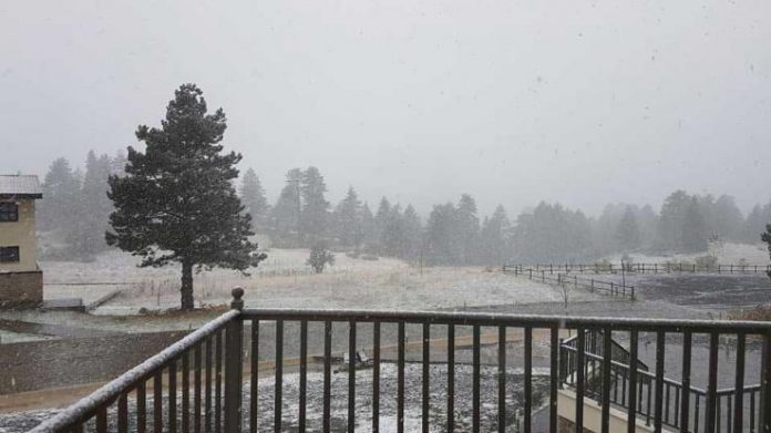 Χιονίζει σε Φλώρινα και Νυμφαίο