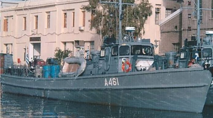 Πόρος: Προσάραξε πλοίο του πολεμικού ναυτικού