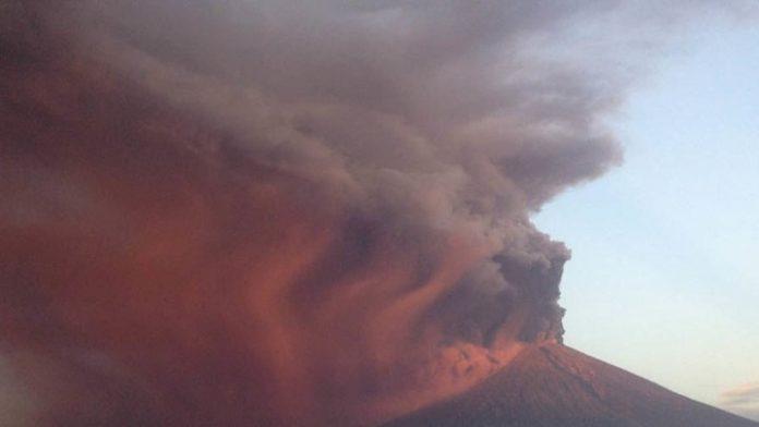 Πάνω από 100.000 εγκαταλείπουν το Μπαλί λόγω ηφαιστείου