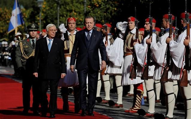 Τι γράφει ο τουρκικός Τύπος για το «μπραντεφέρ» Ερντογάν - Παυλόπουλου