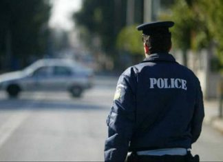 Εξάρχεια: Επίθεση με μπογιές και πέτρες στα γραφεία του ΣΥΡΙΖΑ