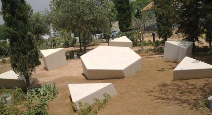 Βεβήλωσαν το μνημείο του Ολοκαυτώματος στον Κεραμεικό