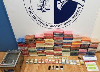 Δείτε φωτογραφίες από τα 135 κιλά κοκαΐνης στη Βάρκιζα