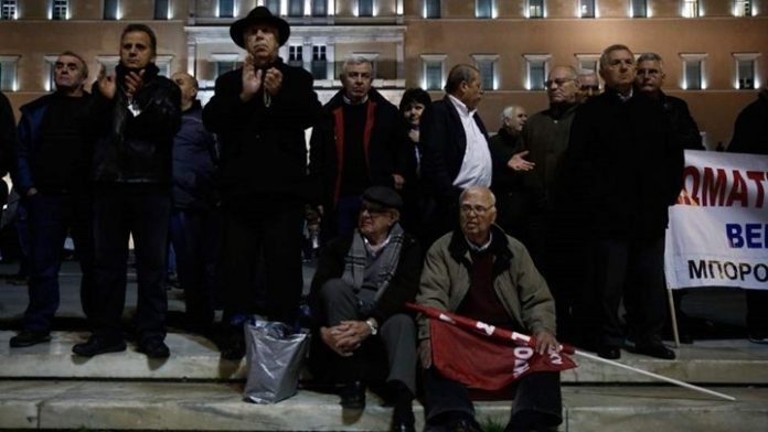 Πανελλαδικό συλλαλητήριο συνταξιούχων στο κέντρο της Αθήνας - Μποτιλιάρισμα στους δρόμους