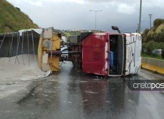 Κρήτη: Σοβαρό τροχαίο έπειτα από ανατροπή νταλίκας