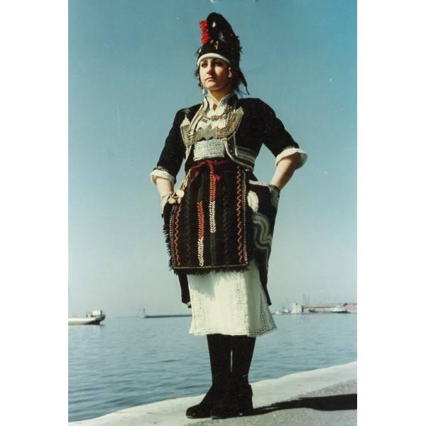 Μια εκ των πλέον χαρακτηριστικών ενδυμασιών της Ελλάδας