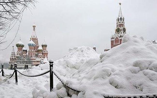 ΡΩΣΙΑ: Μέρες «Αποκάλυψης του χιονιού» έζησε η Μόσχα