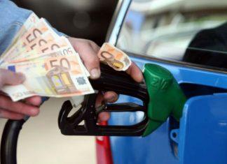 Πλαφόν στην τιμή της βενζίνης σε 17 νομούς