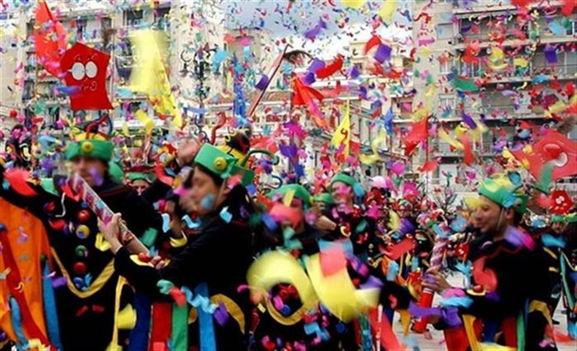 Πάτρα: Σε έντονους καρναβαλικούς ρυθμούς - Στις 14:00 θα ξεκινήσει η μεγάλη παρέλαση