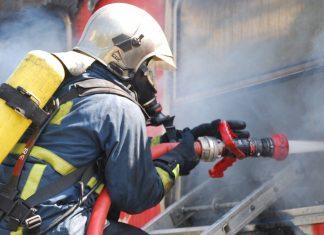 Θήβα: Η φωτιά κινείται με μεγάλη ταχύτητα προς τον Κορινθιακό κόλπο