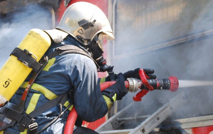 Κορινθία: Φωτιά σε χαρτοποιία