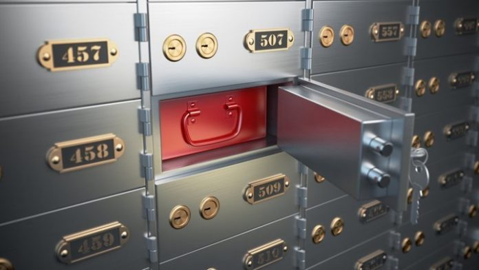 Τραπεζοϋπάλληλλοι «ξάφριζαν» επί 17 χρόνια θυρίδες