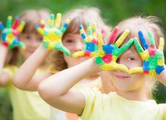 ΣΥΜΒΟΥΛΕΣ: Πώς μπορούμε να βοηθήσουμε τα παιδιά μας να «χτίσουν» μία υγιή και ώριμη προσωπικότητα;