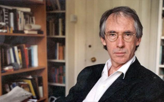 Ο Βρετανός συγγραφέας Ίαν ΜακΓιούαν στην Αθήνα