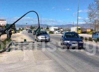 ΑΠΙΣΤΕΥΤΟ: Το φανάρι... πλάκωσε το αυτοκίνητό του