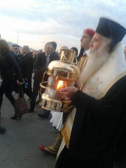 Έφτασε το άγιο Φως στην Ελλάδα