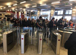 Μετρό: Με πολλά εμπόδια έκλεισαν οι μπάρες