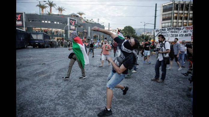 Πετροπόλεμος έξω από την ισραηλινή πρεσβεία