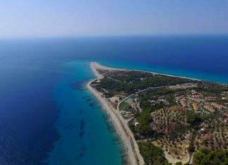Έχετε πάει στη μοναδική ελληνική παραλία που αλλάζει σχήμα και.. εξαφανίζεται;