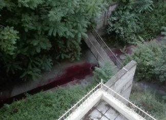 Θεσσαλονίκη: Ανεξήγητο φαινόμενο - Ρέει κόκκινο ποτάμι